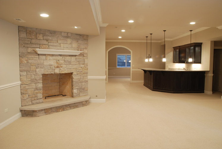 Etonnant ... Basement Finishing With Fireplace And Bar ...